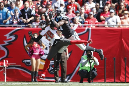 Tampa Bay Buccaneers cornerback Vernon Hargreaves III breaks up a pass for Carolina Panthers wide receiver Devin Funchess (Getty Images)