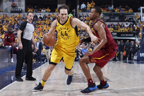 Bojan Bogdanović goes to the basket against Rodney Hood (Getty Images)