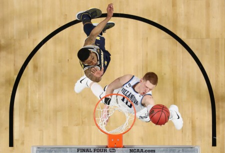 Donte DiVincenzo goes to the basket as Michigan Wolverines player Charles Matthews looks on (Getty Images)