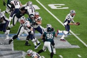 Tom Brady looking to hand off the ball in Super Bowl LII against the Philadelphia Eagles (Getty Images)