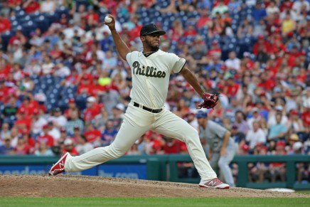 Phillies defeat Blue Jays for NL East lead