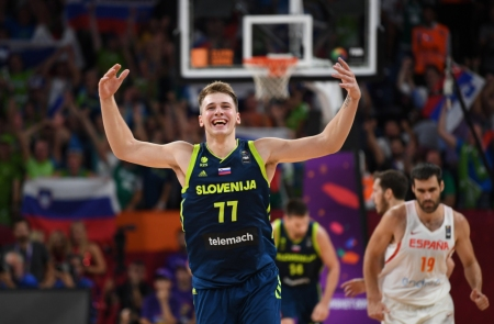 Luka Dončić in a FIBA EuroBasket semi-final game against Spain (Getty Images)