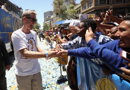 Steve Kerr interacting with the fans during the Golden State Warriors Championship parade (Getty Images)
