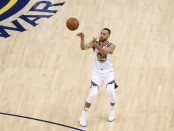 Stephen Curry shooting a three-pointer against the Cleveland Cavaliers in Game 1 (Getty Images)