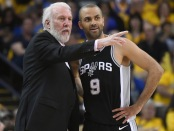 Tony Parker talking to former head coach Gregg Popvich (Getty Images)