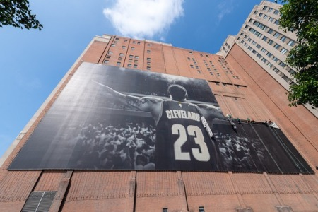 LeBron James's Banner being removed from a Cleveland building after he said he was going to sign with the Lakers (Getty Images)
