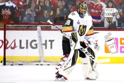 Fleury re-signs with the Golden Knights