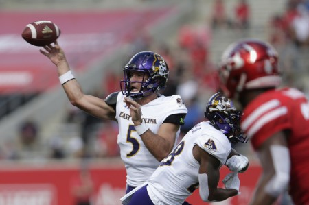 Garner Minshew attempting a pass against the Houston Cougars (Getty Images)