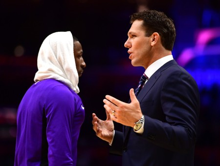 Los Angeles Lakers head coach Luke Walton talking to Kentavious Caldwell-Pope (Getty Images)