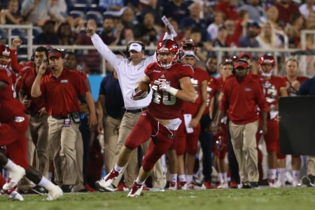 Florida Atlantic head coach Lane Kiffin raises his hands, as Harrison Bryant rushes the ball against the Middle Tennessee Blue Raiders (Getty Images)