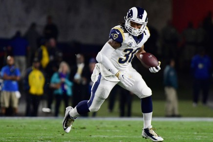 Rams sign Gurley to a four-year extension