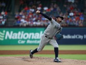 Felix Hernandez makes a pitch against the Rangers
