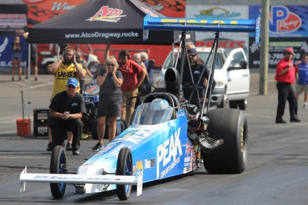Duane Shields racing Tiffany Januik in the first round