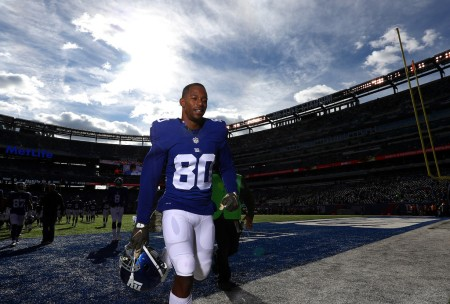Former New York Giant wide receiver Victor Cruz leaves the field
