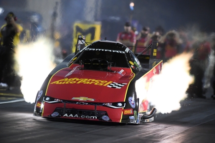 Advance Auto Parts' Force is provisional leader in Funny Car near St. Louis