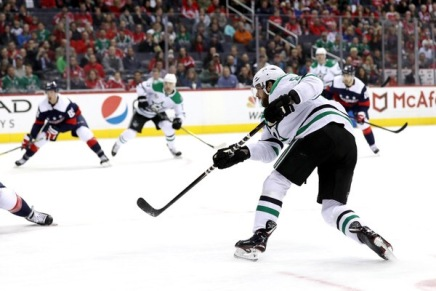 Tyler Seguin re-signs with the Stars