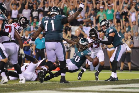 Philadelphia Eagles running back Jay Ajayi scoring on a one-yard touchdown