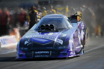 Beckman leads Funny Car on Friday night in Vegas 2