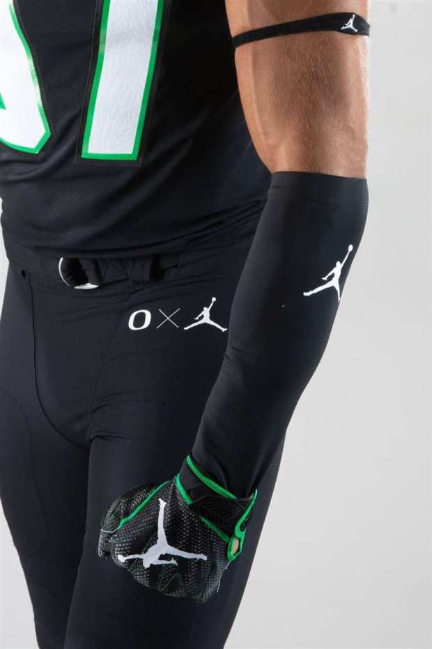 Oregon Ducks wearing Jordan Brand against UCLA