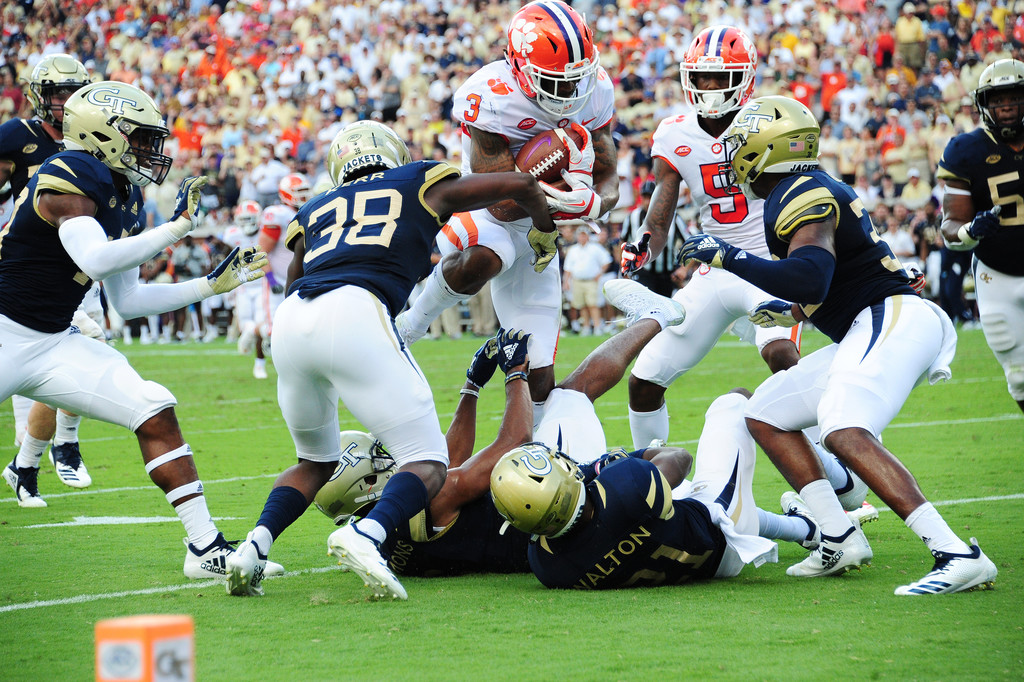 Clemson Tigers wide receiver Amari Rodgers carries the ball against the Georgia Tech Yellow Jackets