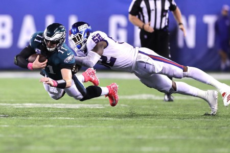 Philadelphia Eagles quarterback Carson Wentz diving for yardage against New York Giants linebacker Alec Ogletree