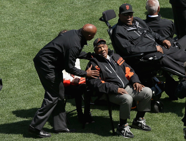 San Francisco Giants legends Willie McCovey talks to Barry Bonds