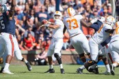 Tennessee Volunteers quarterback Jarrett Guarantano looking to throw a pass against the Auburn Tigers