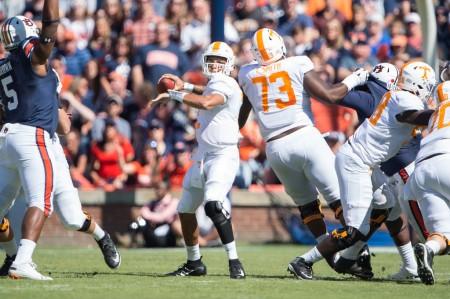 Tennessee Volunteers quarterback Jarrett Guarantano looking to throw a pass against the Auburn Tigers
