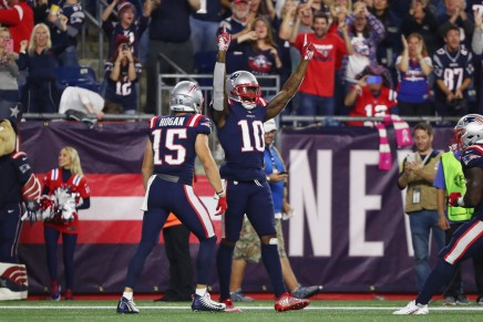 Brady throws 500th TD pass in Patriots win over Colts