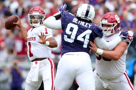 Oklahoma Sooners quarterback Kyler Murray looks to throw the ball against the TCU Horned Frogs