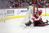 Former Carolina Hurricanes goaltender Scott Darling deflecting the puck against the Washington Capitals