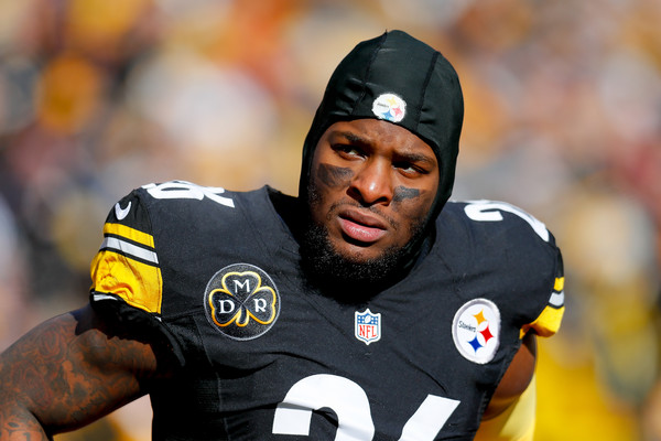 Disgruntled Pittsburgh Steelers running back Le'Veon Bell looks on during the AFC Divisional Playoff game against the Jacksonville Jaguars