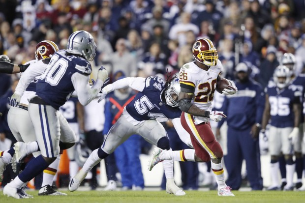 Washington Redskins running back Adrian Peterson running the ball against the Dallas Cowboys
