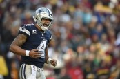 Dallas Cowboys quarterback Dak Prescott reacts after a play against the Washington Redskins