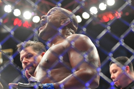 Cormier makes Lewis tap out in thesecond-round