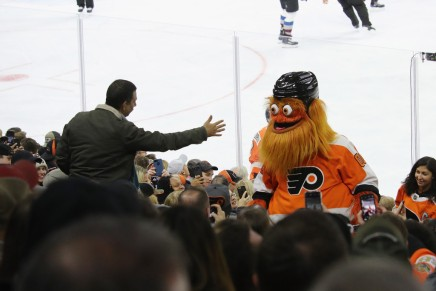 Flyers' Gritty attends wedding