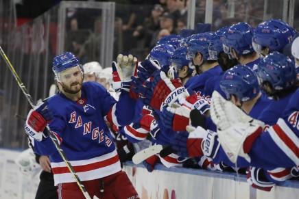 Islanders fan slashes Rangers fan in the face,neck
