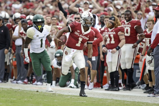 Oklahoma Sooners quarterback Kyler Murray running the ball against the Baylor Bears