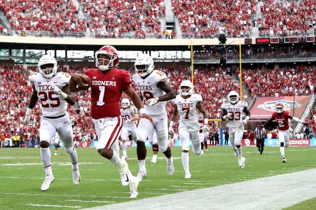 Oklahoma Sooners quarterback Kyler Murray running the ball against the Texas Longhorns