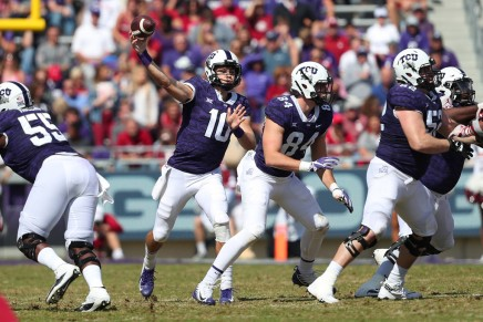 Horned Frogs QB Collins leaves game with injury vs.Baylor