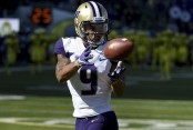 Washington Huskies running back Myles Gaskin warming up before the game with the Oregon Ducks