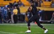 Baltimore Ravens backup quarterback Robert Griffin III warming up before the game with the Pittsburgh Steelers