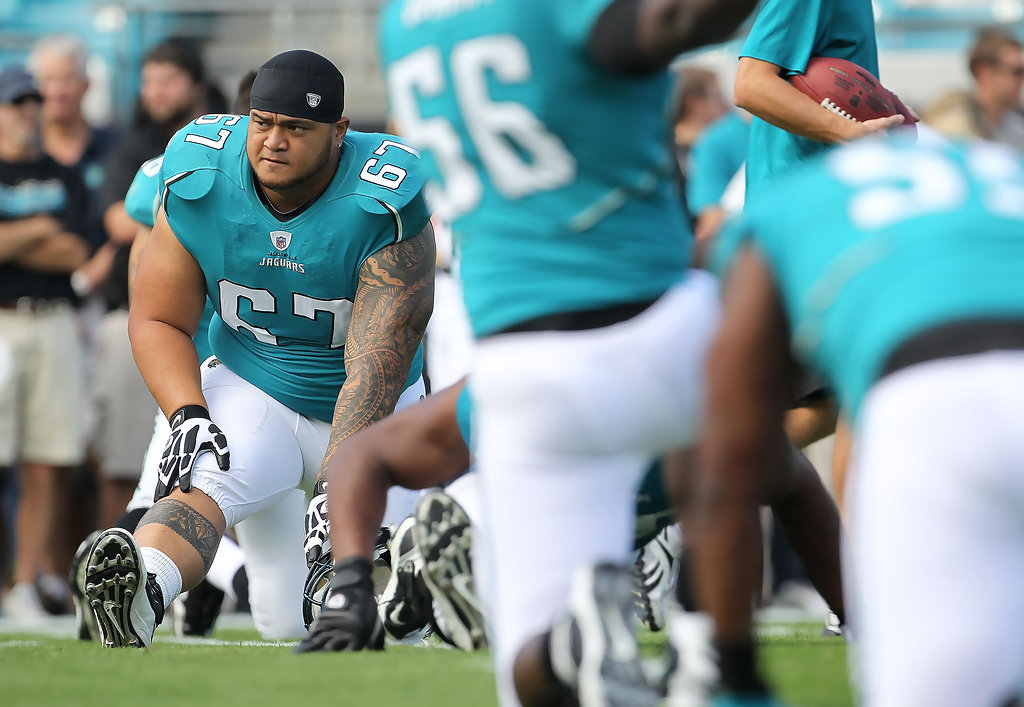 Former Jacksonville Jaguars offensive lineman Vince Manuwai warming up before an NFL game with the Cleveland Browns