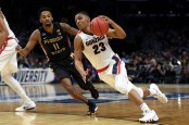 Gonzaga Bulldogs star Zach Norvell Jr. drives to the basket against the Florida State Seminoles