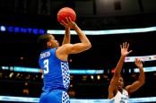 Kentucky Wildcats forward Keldon Johnson taking a jumper against the North Carolina Tar Heels
