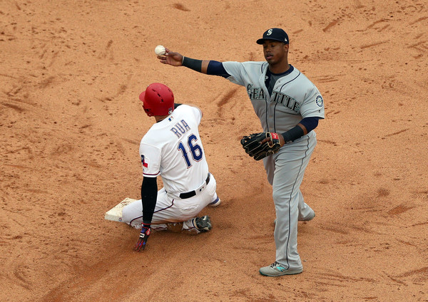 Former Seattle Mariners second basemen Robinson Canó getting the force out against the Texas Rangers