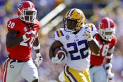 LSU Tigers running back Clyde Edwards-Helaire rushing the ball against the Georgia Bulldogs