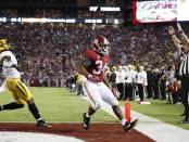 Alabama Crimson Tide running back Damien Harris scores a touchdown against the Missouri Tigers