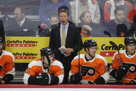 Flyers fire head coach Dave Hakstol
