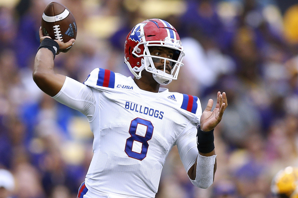 Louisiana Tech Bulldogs quarterback J'Mar Smith throws a pass against the LSU Tigers